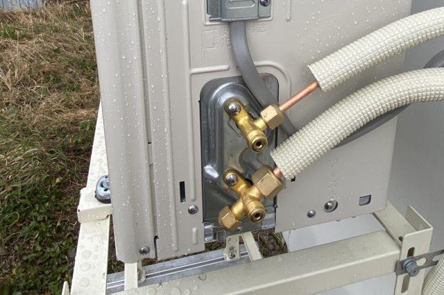冷媒ガスの開栓
